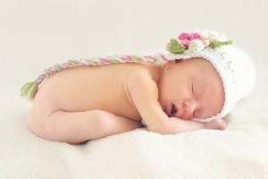 为什么宝宝睡觉不醒也不吃奶宝宝睡觉不醒不吃奶是不是生病了