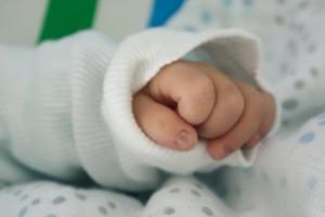 新生儿手心出汗怎么回事小孩手心汗多怎么办