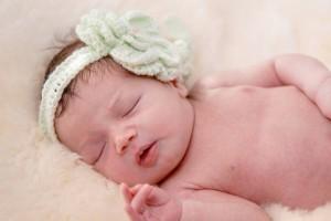 新生儿张嘴呼吸正常吗新生儿晚上睡觉哭闹是怎么回事