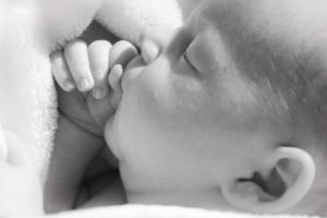 新生儿感冒吃什么药新生儿感冒鼻塞那该怎么办