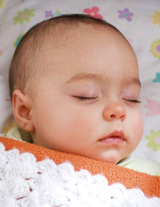 1岁宝宝夜里睡觉总是翻身宝宝睡觉不安稳